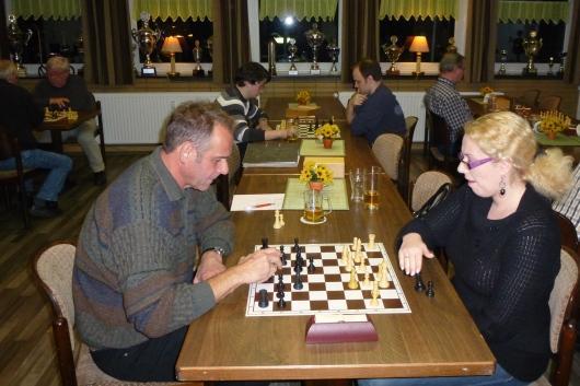 Jenny Leveikina gegen Spielleiter Kai Müller-Kreth